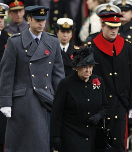 queen at rememberance day ceremony | Queen leads Remembrance Day ceremony - National Royal News | Examiner ...