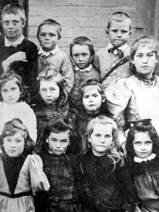 A group of 'little room' scholar students at Hahndorf Primary School just before 1900.