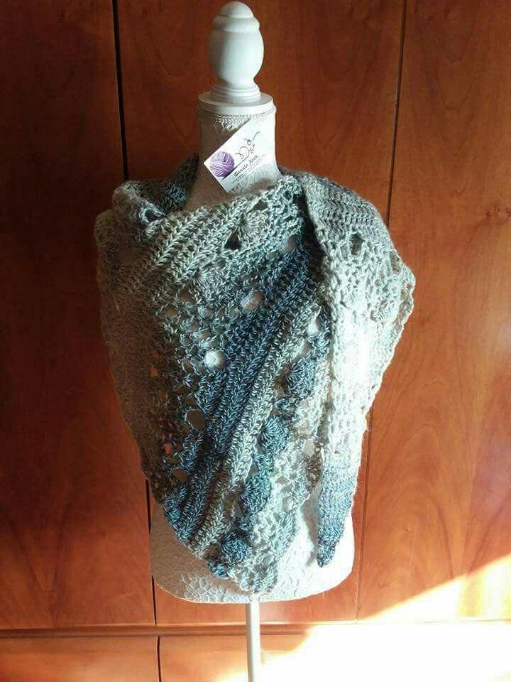 Scialle in pura lana lavorazione traforata uncinetto 7