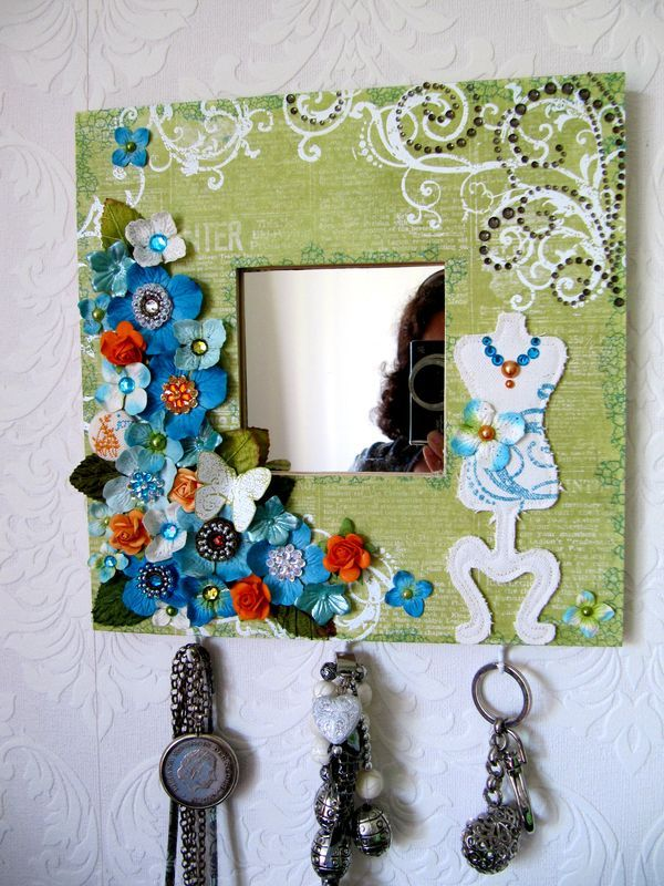 Mirror key holder: Scrapbook style; looks easy as well as fun to make!