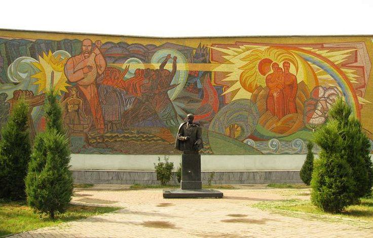 Shevchenko monument in Tashkent, Uzbekistan. Національний музей Тараса Шевченка