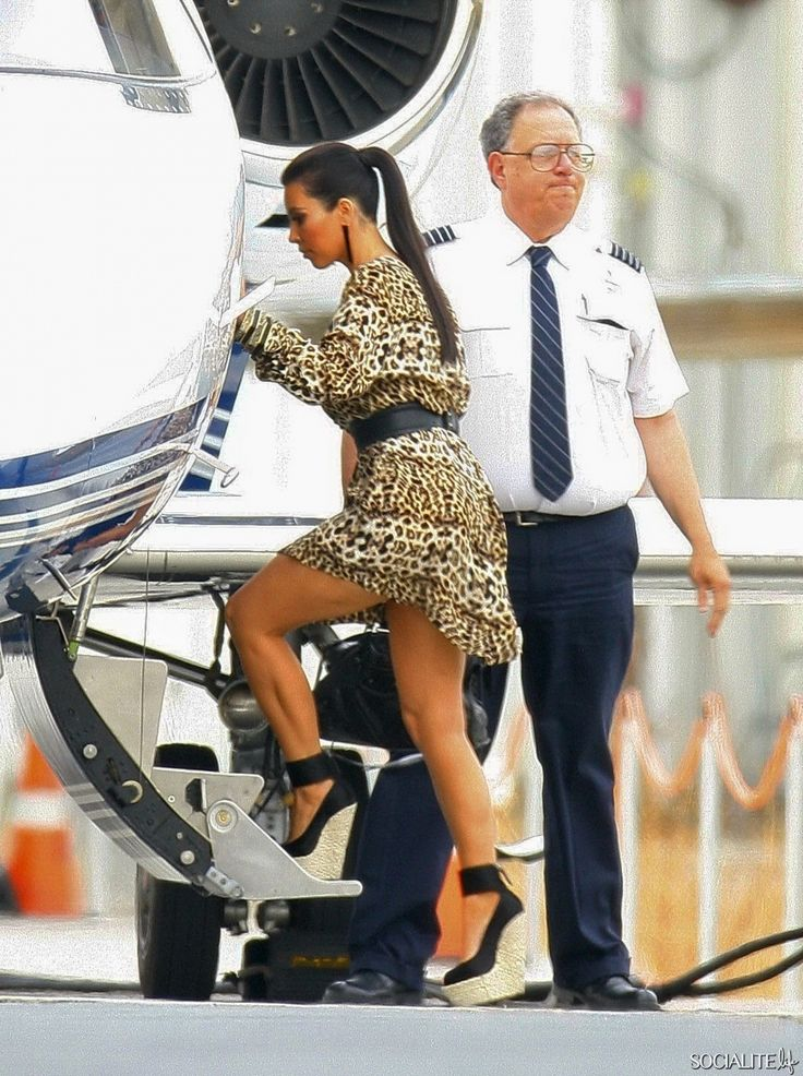 The-Kardashians-Leave-By-Private-Jet-For-Vegas-12152011-16 ...