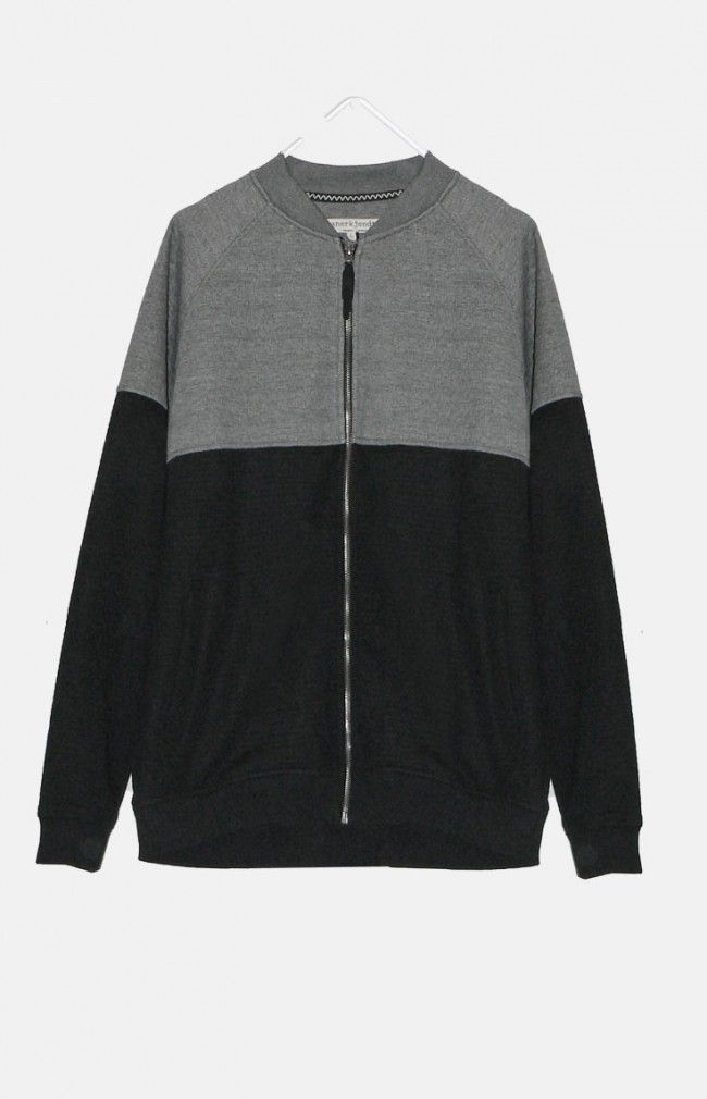 REGIN from ANERKJENDT is a classic bomber silhouette featuring horizontal cutting device which separates colors and textures and two front pockets.