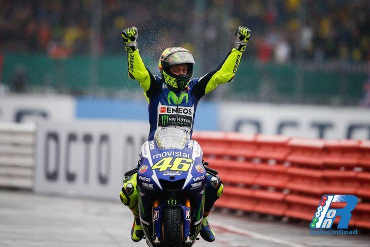 MotoGP: Rossi domina Silverstone, Petrucci e Dovizioso chiudono il podio Italiano http://www.italiaonroad.it/2015/08/30/motogp-rossi-domina-silverstone-petrucci-e-dovizioso-chiudono-il-podio-italiano/