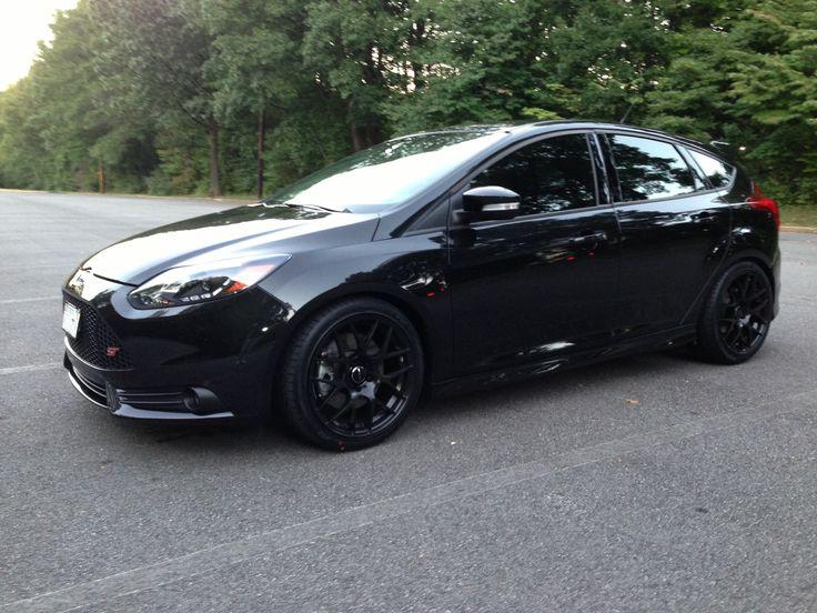 All black Ford Focus ST, black rims