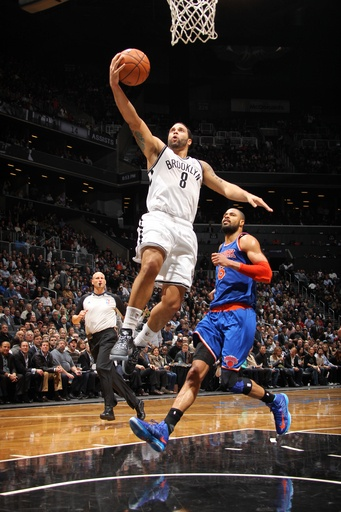 Deron Williams #8 of the Brooklyn Nets shoots against the New York Knicks