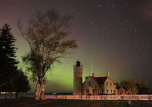 Old Mackinaw Lighthouse under the Northern LightsLighthouses Naut, Mackinaw Lighthouses, Point Lighthouses, Mackinac Lighthouses, Northernlights, Mackinac Point, Northern Lights, Favorite Things Lighthouses, Northern Lighthouses