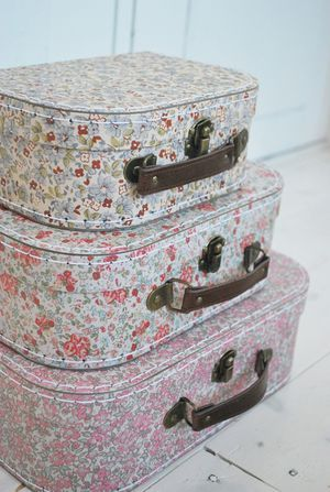 Småblommiga väskor set om 3 stycken