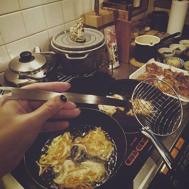 2017.9.20 かき揚げとかする時に、なくても困らないけどあったら便利だなと思って買ったこれ。 揚げ物や野菜を茹でる時とかめっちゃ重宝してます☺ と 久しぶりにひとりだけワンプレート飯(2枚目) 昨日の残りと一昨日の残りを一緒に😂 #ラバーゼ #網じゃくし #ラバーゼ網じゃくし #なくても困らないけどあったら便利なもの #多いよね #わたし左きき #どうでもいい情報 #台所 #台所道具 #今日のご飯 #ワンプレート #ワンプレート飯 #インテリア #シンプルな暮らし #暮らし #暮らしを楽しむ