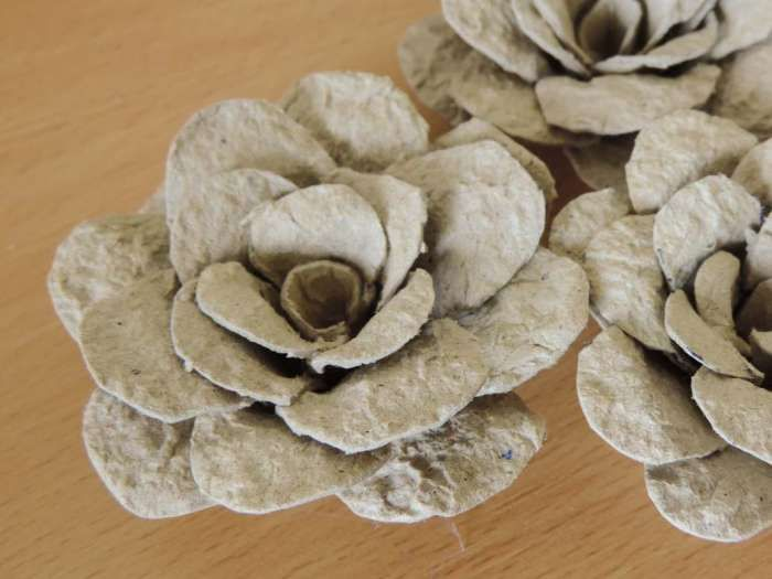 Tutorial - egg carton roses - DIY flower decorations - finished flowers detail