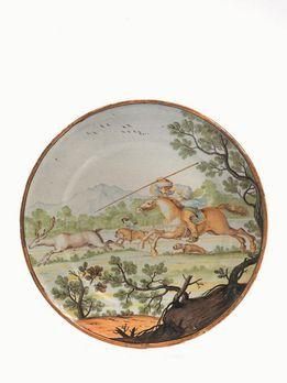 PIATTO, SIENA, MANIFATTURA PRINCIPI CHIGI, ATTR. A BARTOLOMEO TERCHI O A FERDINANDO MARIA CAMPANI, 1740-1750 CIRCA in maiolica dipinta in policromia, ampia tesa orizzontale con orlo liscio, corta balza e ampio cavetto. Una scena di caccia al cervo a cavallo occupa l'intera superficie del piatto, mentre il retro è interamente smaltato con tracce degli appoggi; alt. cm 2,5; diam. cm 24