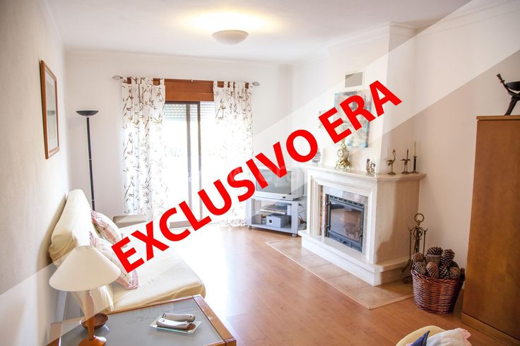 Excellent 1 bedroom apartment with good areas , and excellent finishes . Living room with fireplace and balcony, bedroom with laminate flooring and wardrobes with sliding doors . Kitchen with pantry and balcony .