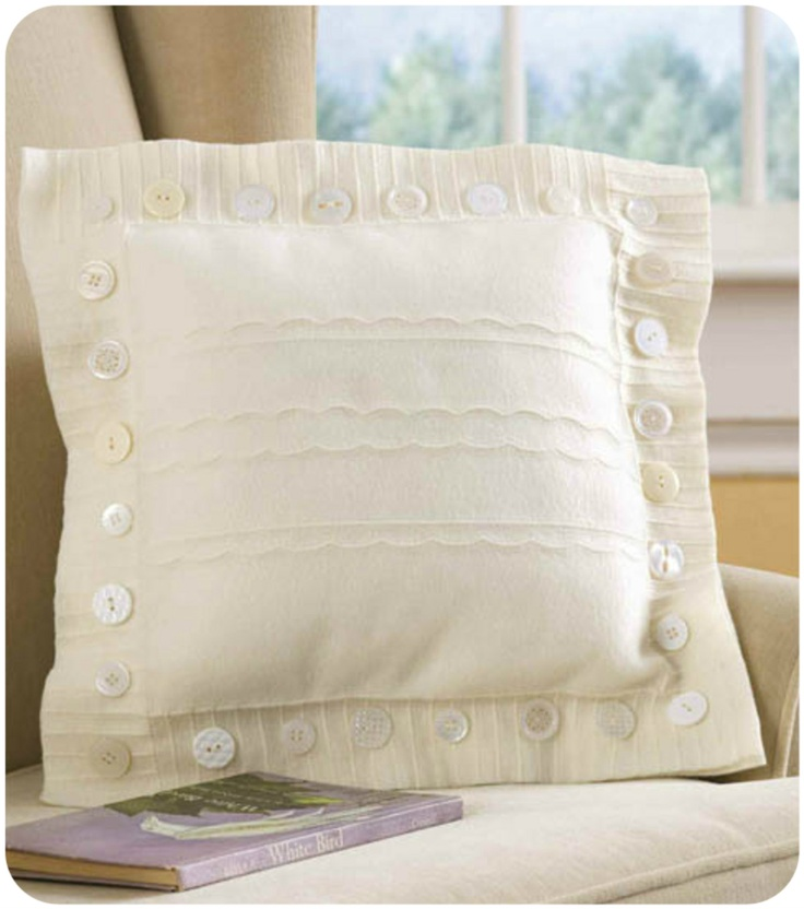 Make your own #fleece pillow to cuddle up with :) @JoAnnStores