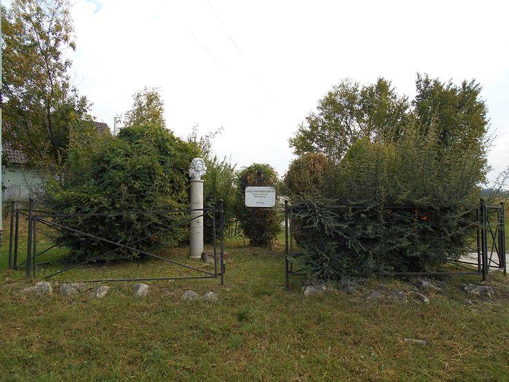 Csilla von Boeselager szobor (Páty) http://www.turabazis.hu/latnivalok_ismerteto_4336 #latnivalo #paty #turabazis #hungary #magyarorszag #travel #tura #turista #kirandulas
