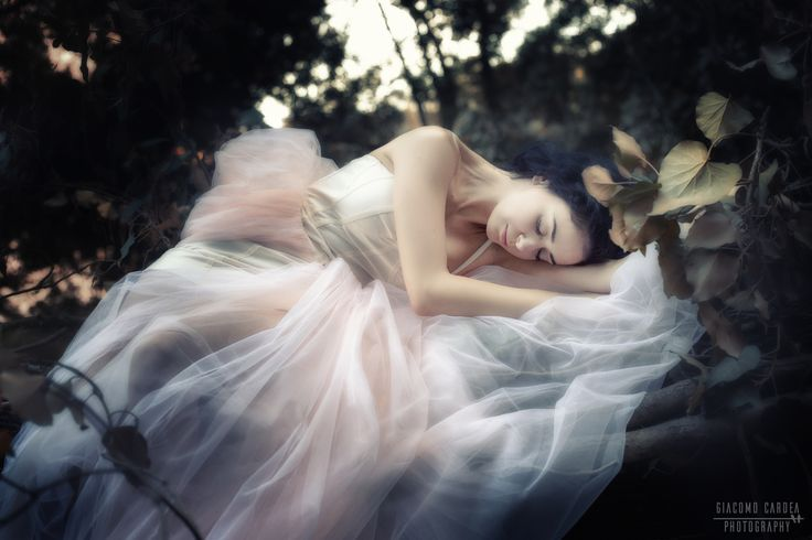 Sleeping Beauty - Ritratto in esterna con luce naturale
