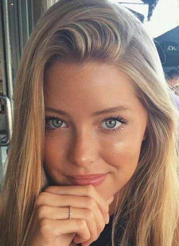 Pin By Lizyakusheva On Blonde Selfies Beautiful Blonde Girl Beautiful Hot Blonde Girls