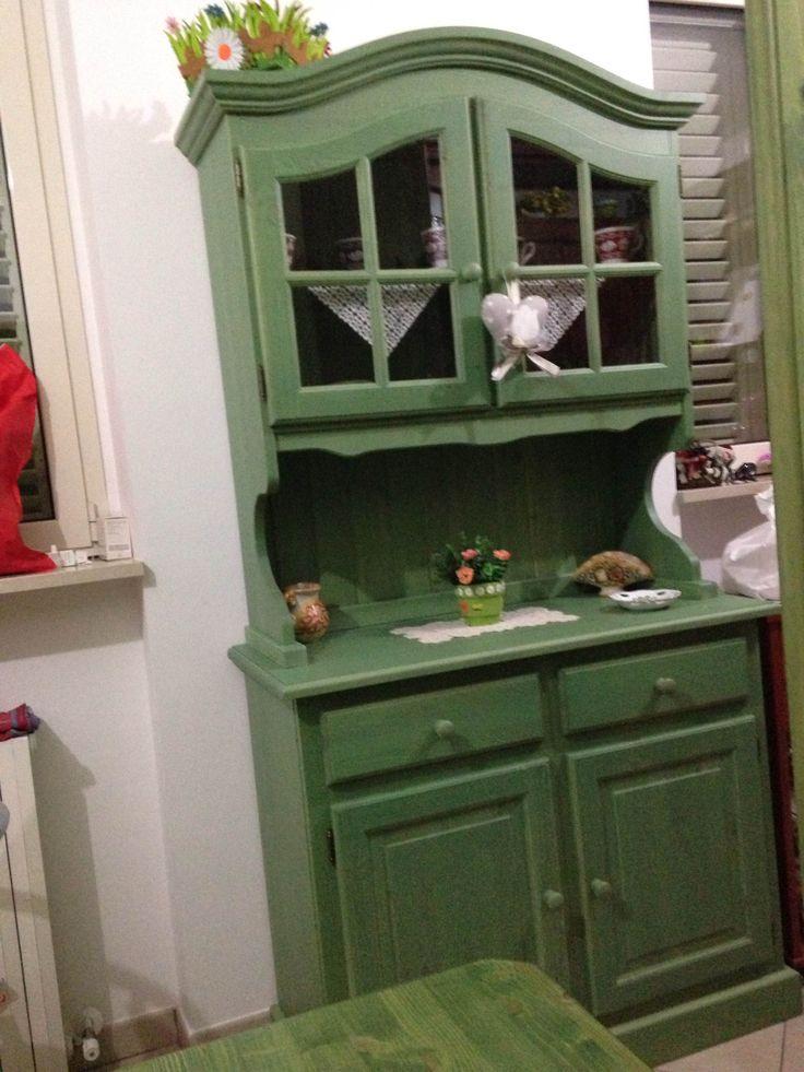 www.mobilificiomaieron.it - 0433775330 - https://www.facebook.com/pages/Arredamenti-Rustici-in-Legno-Maieron/733272606694264 . Credenza Completa color Verde Euro 520.00 + Spese di spedizione. spedizione in tutta Italia.  credenza in legno massello adatta ad arredamenti rustici, o case in montagna composta da Base 2 ante 2 cassetti e sopralzo 2 ante con cornice curva.
