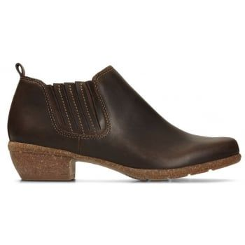 Wilrose Jade, women's Chelsea boots, brown nubuck - Add autumnal tones to your wardrobe with these low profile Chelsea boots. The brown nubuck upper with contrast stitching for added detail and a rubber sole unit features a low 4cm heel for everyday wearable height, while a leather sock offers premium comfort underfoot.