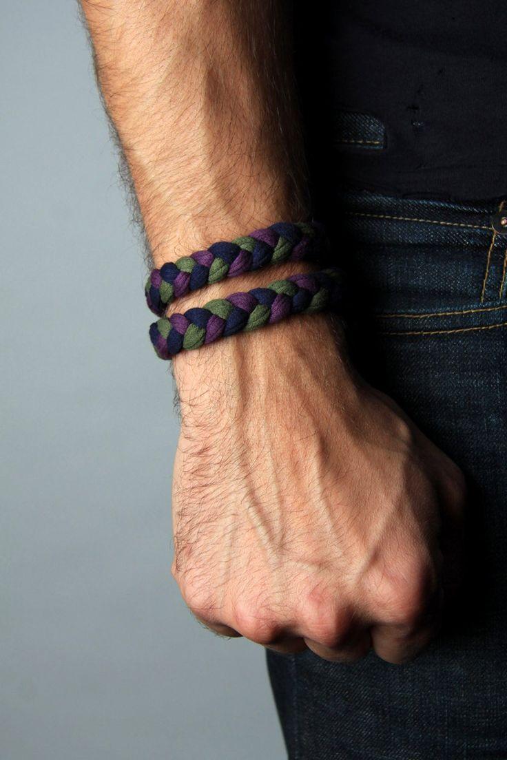men wear bracelets on what hand