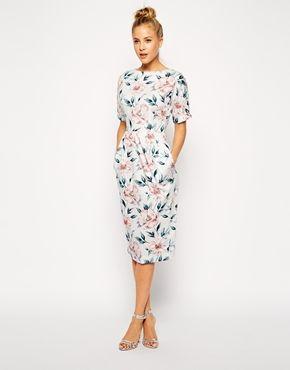 Imagen 1 de Vestido de efecto movimiento con estampado floral en tono pastel de ASOS