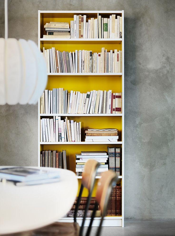 Η κλασσική βιβλιοθήκη BILLY ανανεώνεται και αποκτά πιο ανθεκτικά ράφια, στρογγυλεμένες γωνίες αλλά και ένα νέο λαμπερό χρώμα στο εσωτερικό της.