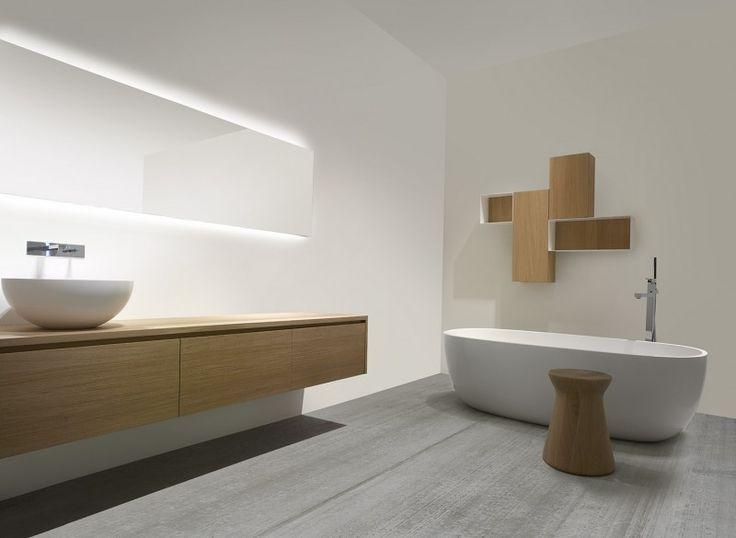 Casabath wood (bij beaubad.be) Horizontale spiegel over volledige breedte met indirecte verlichting. Een waskom. Ingebouwde kraan.