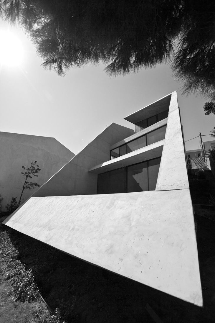 """""""Frame"""" suburban house by Tense architecture network"""
