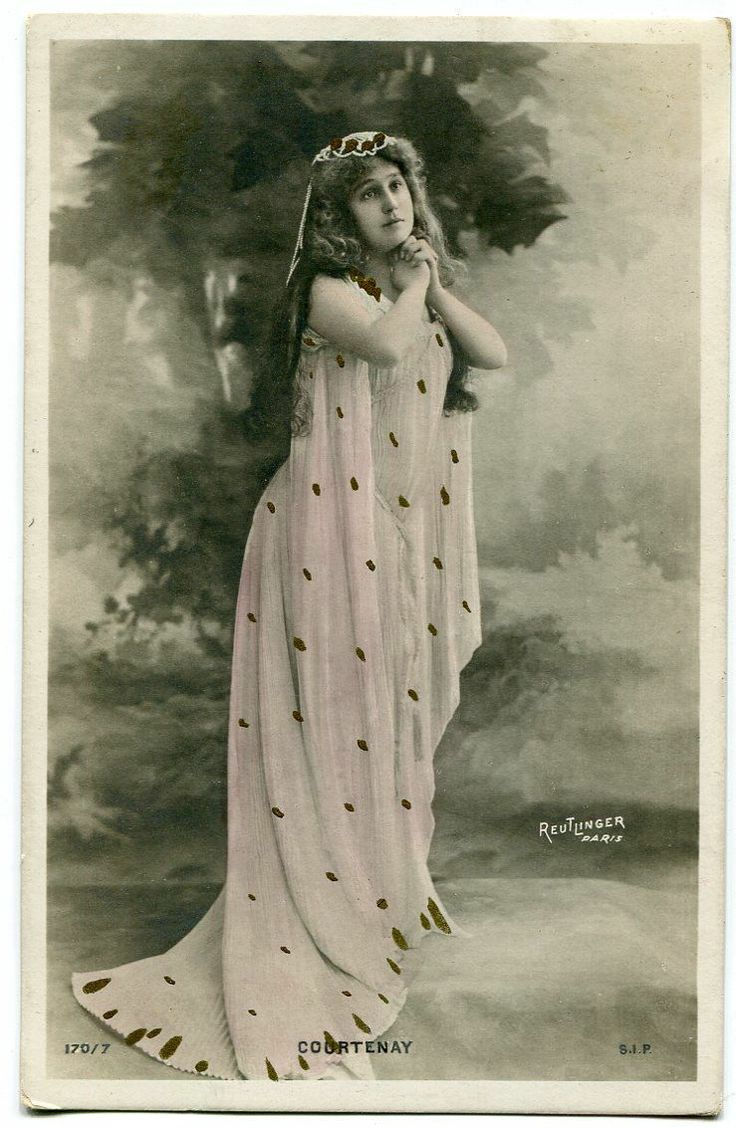 Vera Courtenay | Vintage French RPPC postcard - Artist Stage Star miss Courtenay