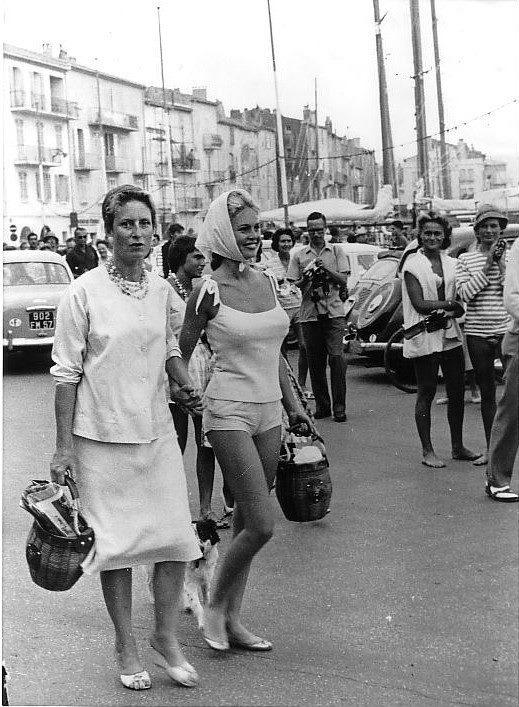 Brigitte with her mother in Saint-Tropez
