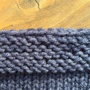 La technique simple pour rabattre les mailles souplement et obtenir une finition élastique pour cols, poignets, et autres bordures au point mousse ou jersey