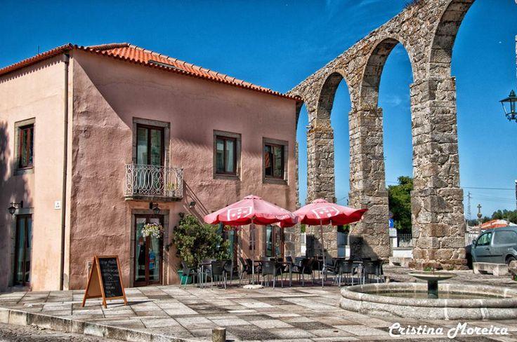Modern next to Roman aqueduct ░ Vila do Conde