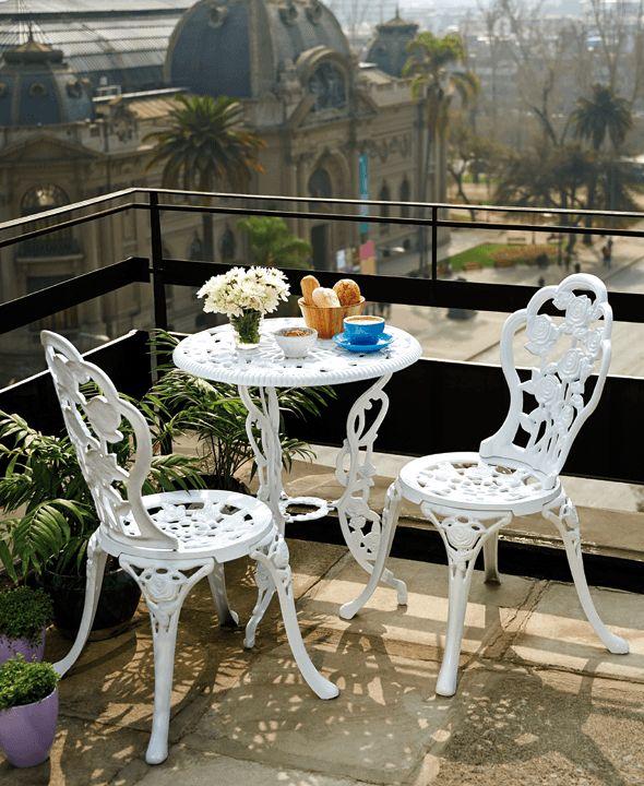 Un pequeño espacio color blanco para tomar té, le da a tu terraza un exquisito aire parisino y romántico.  ¡Encuéntrala en Easy.cl!      #Terraza  #Deco #Chic #EasyTienda #TiendaEasy #Primavera #primaveraverano #cambiavivemejor
