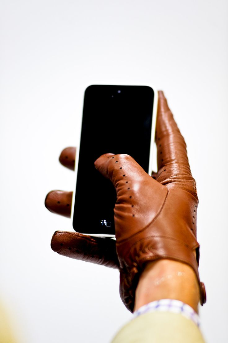 Gaspar leather driving gloves - Beautiful Rich Perforated Leather Driving Gloves That Work With Your Phone Without Silver Tips