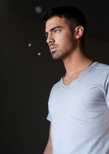 Yep, Joe Jonas... Call me a cougar, but good God that is one gorgeous man (or should i say... boy )  (: