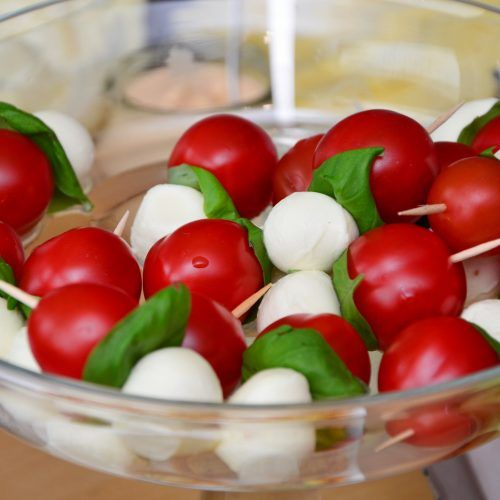 Antipasti van mozarella en tomaat