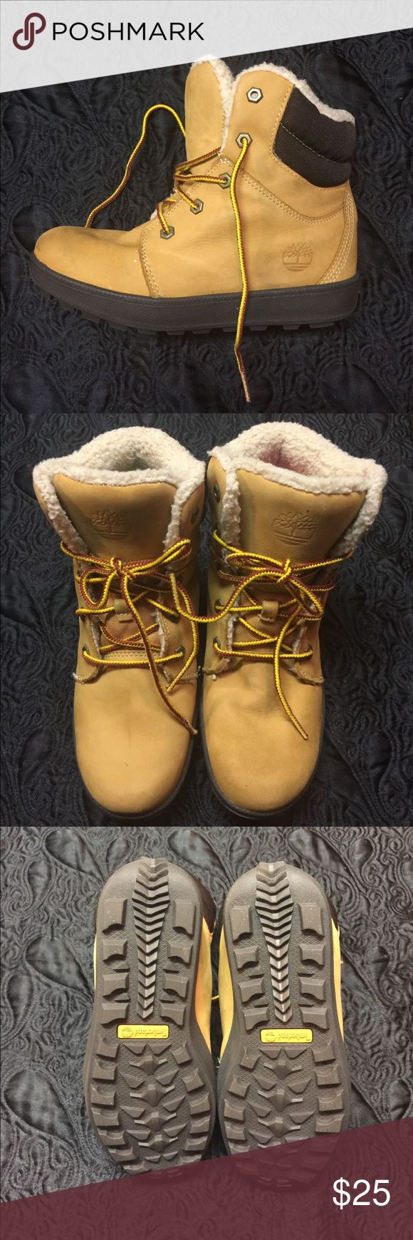 🐸 SALE - Unisex YOUTH Timberlands! Authentic gently worn youth Timberland boots with sheepskin lining.  Boys size 4.5M, and fits a girls size 6.5M.  Comes from a pet and smoke free environment.  In great condition.  The soles still look brand new.  great deal, for a limited time only! Timberland Shoes Boots