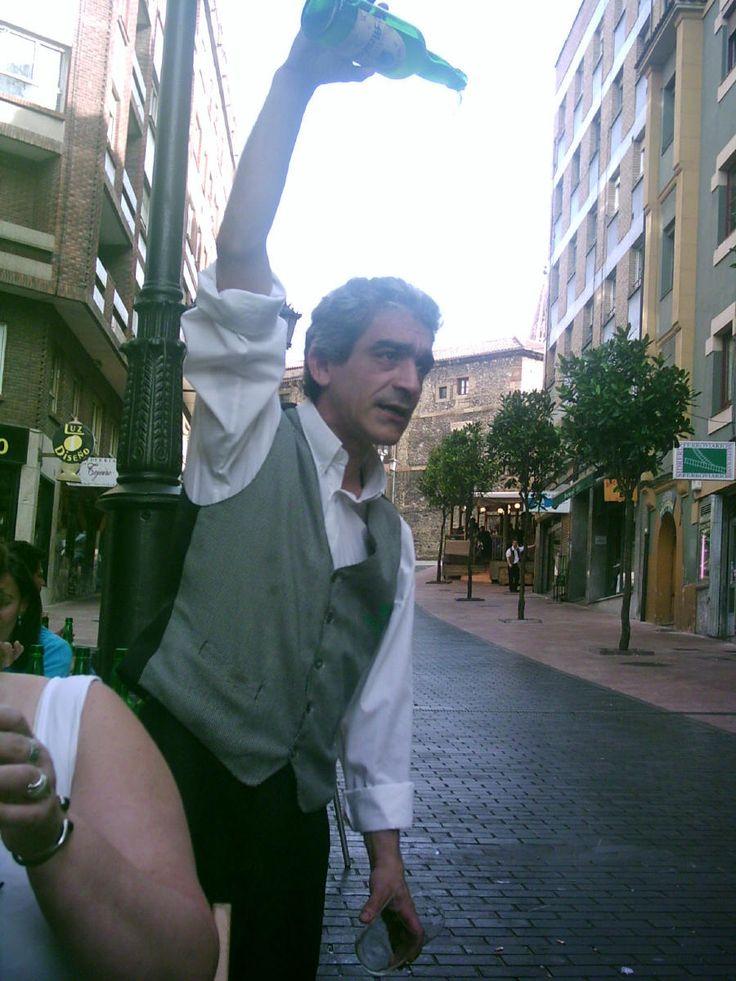 Buen escanciador de sidra en Oviedo