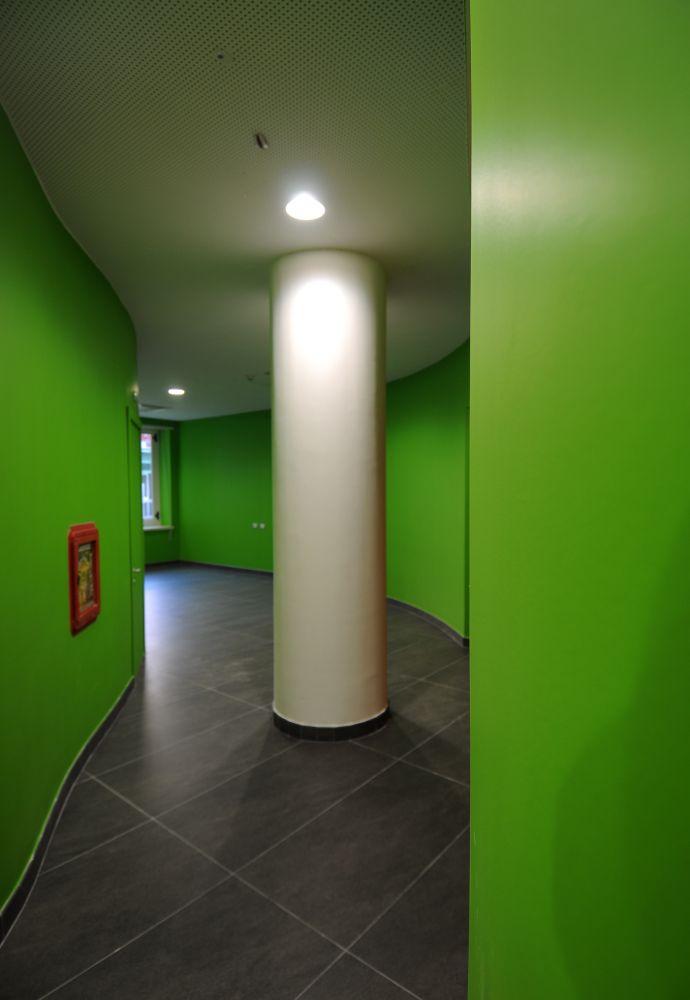 Scorcio verso l'area relax e l'ingresso della biblioteca del collegio universitario Einaudi, sezione Po.  Progetto di ristrutturazione di Luca Moretto