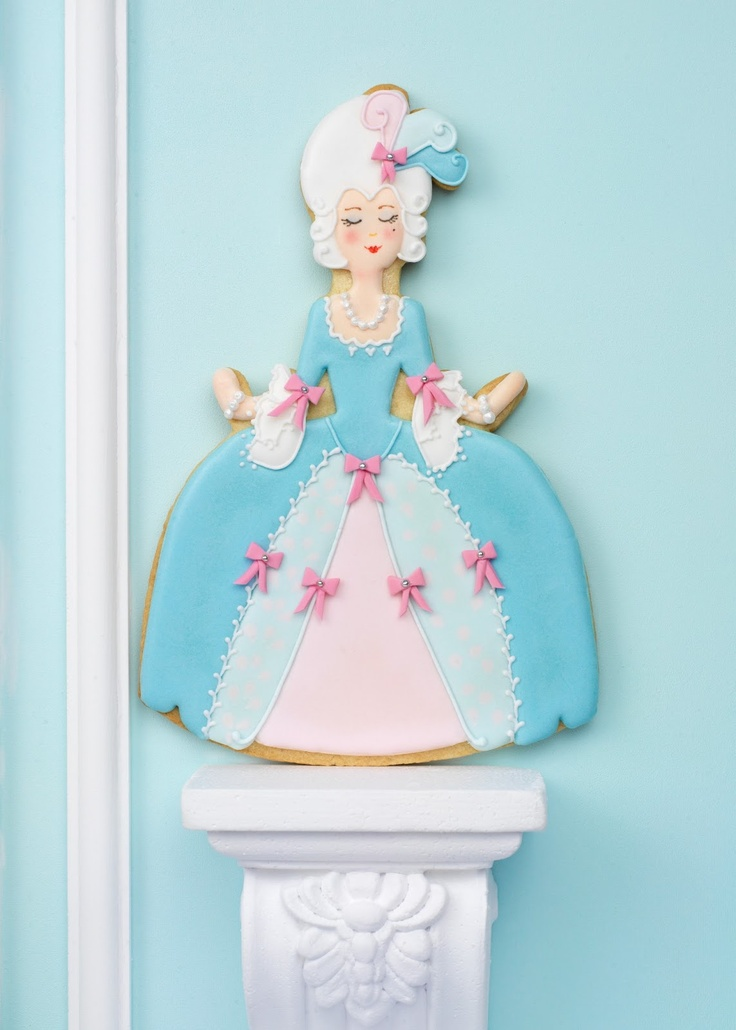 Marie Antoinette Cookie from the book Cupcakes, Cookies & Macarons de Alta Costura. www.cakeshautecouture.com
