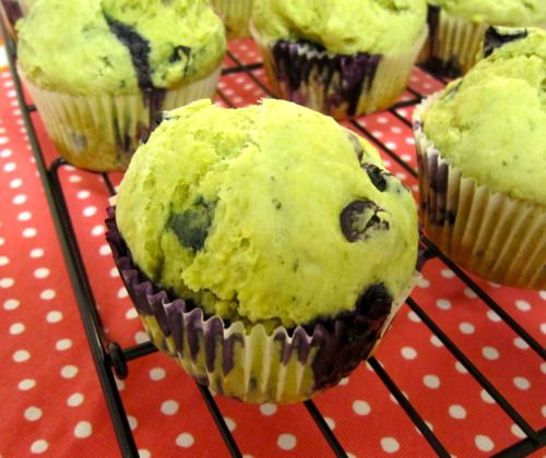 """I've been craving some homemade muffins so I decided to make green tea muffins with some fresh blueberries. I was actually contemplating using white chocolate chips instead but since this is a """"healthy"""" recipe, the fresh fruits were more fitting to the recipe. There's not much butter or sugar so it's mildly sweet, making it… [read more]"""