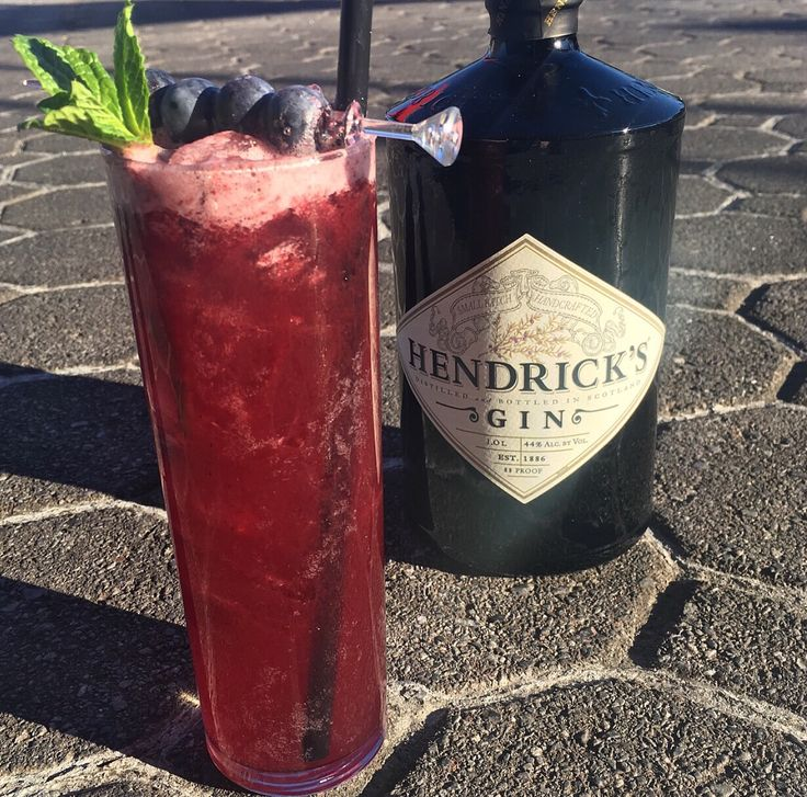 Delicious Blueberry Elderflower Lemonade. Link to recipe! #hendricks #gin #lemonade #blueberry #cocktail #drink #acozyhome #eatdrinkbecozy