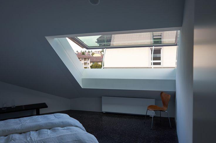 Schlafzimmer mit diesem Dachfenster, Wohnhaus Solaris, gebaut von huggenbergerfries Architekten AG(2017), Seestrasse 416,8038 Zürich,Schweiz #architektur #architecture