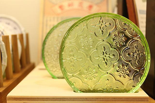 昔のガラスを模したコースター(180元)