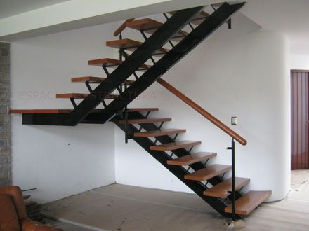 Best 25 escaleras metalicas ideas on pinterest casas for Escaleras de cemento para interiores