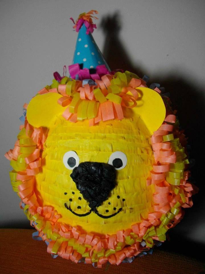 León- Lion. Piñata Hand Made.