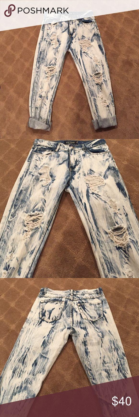 Evil Twin Boyfriend Jeans Bought from revolve. Evil twin boyfriend jeans with acid wash. Size XS but fits a S (25-26) evil twin Jeans Boyfriend