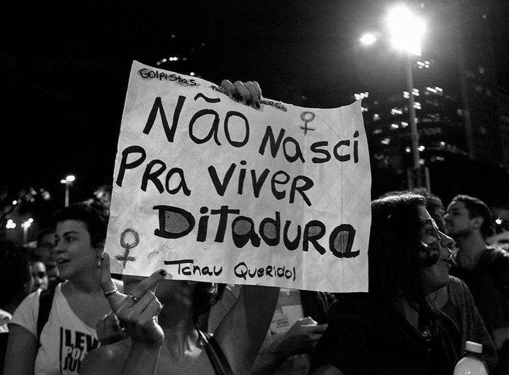 """167 curtidas, 2 comentários - Nana Moraes (@nanamoraes_fotografia) no Instagram: """"17 de maio de 2017 Cinelândia Rio de Janeiro Uma linda manifestação repleta de juventude e…"""""""