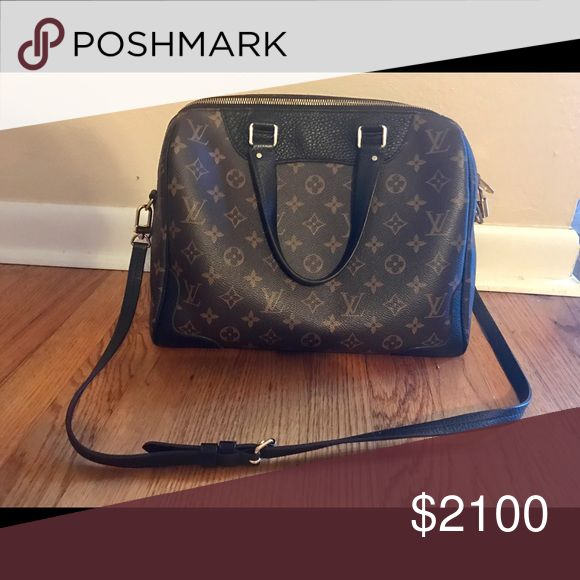 Louis Vuitton Retiro Noir $1500 🅿️🅿️ Mint condition. Minuscule dings on the gold bottom feet. This bag is 9/10 condition. Just need to downsize my collection. This bag is hard to find as everyone loves it! Will come with dust bag and receipt if you want it! Louis Vuitton Bags Crossbody Bags