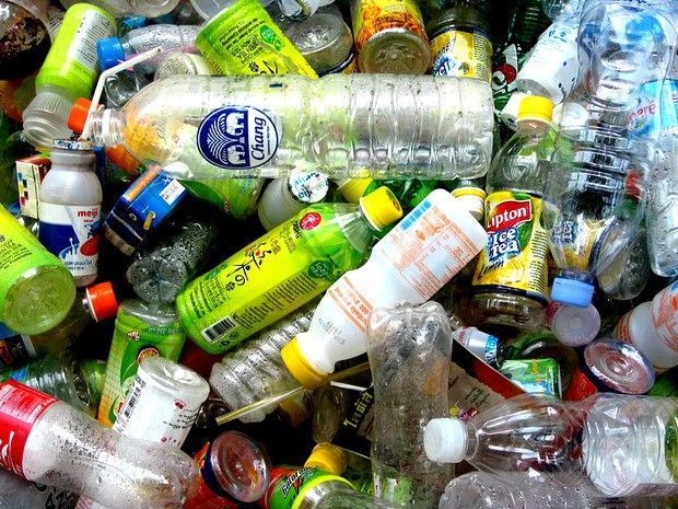 Muito interessante essa descoberta dos cientistas japoneses. Saber que existe uma bactéria capaz de degradar o plástico da garrafa PET, já nos dá uma esperança de diminuir o lixo gerado por esse material. E ainda o estudo mostra que as bactérias não estão no meio ambiente só para causar malefícios, nesse caso elas vão desempenhar um papel muito importante na reciclagem da garrafa PET que demora centenas de anos para se decompor.