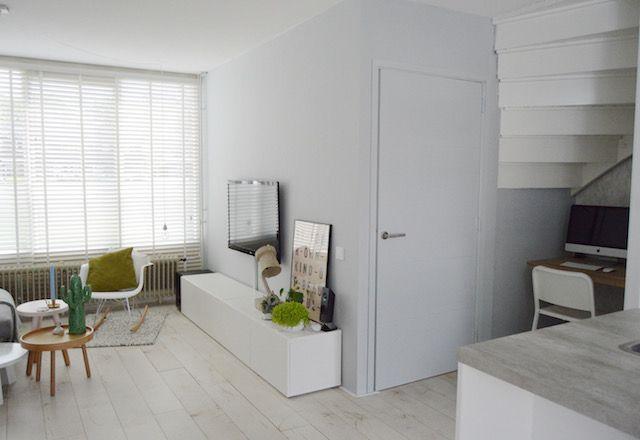 Blogger draadenspijker ging met onze lichtgrijze muurverf aan de slag, en creëerde zo meer warmte in haar woonkamer. Lees hier hoe ze dit deed en wat ze van onze verf vond > https://www.kwantum.nl/voor-niks-geverfd/review-muurverf #kwantum #verf #voorniksgeverfd #wonen #interieur #DIY